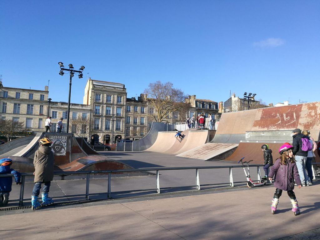 skating on the quai in Bordeaux