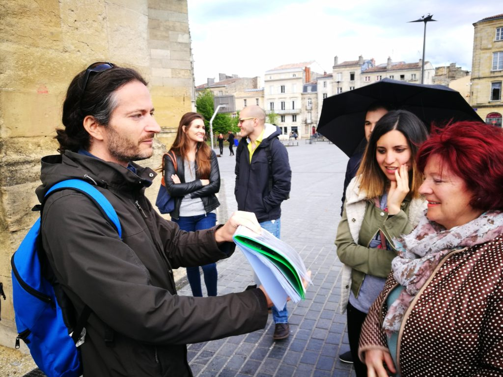 the guide explaining about Flehce Saint Michel