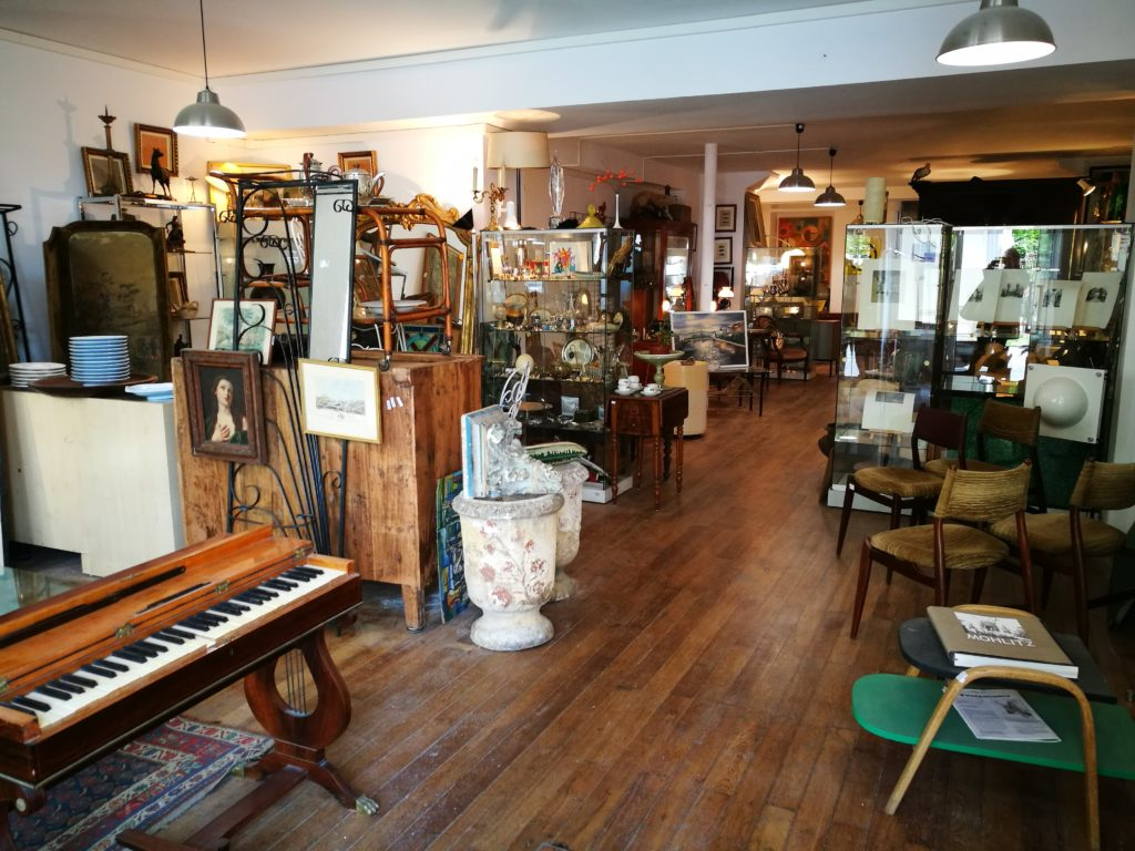 les hangar saint michel - antiques shop