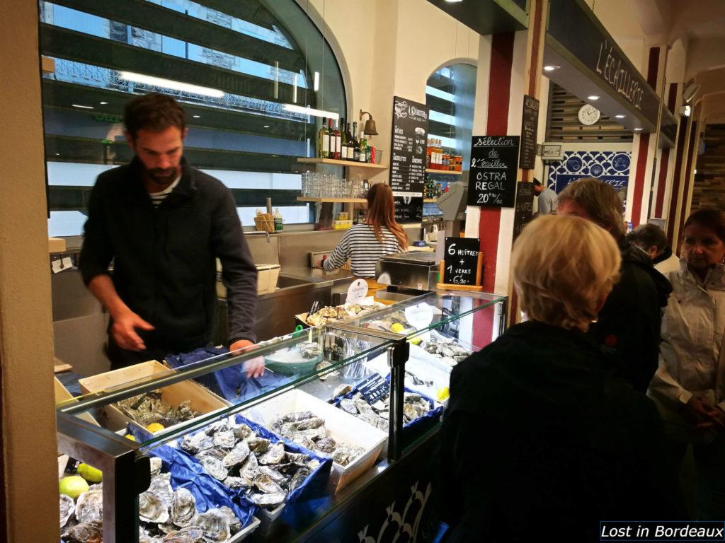 Eat oysters in les halles de Biarritz