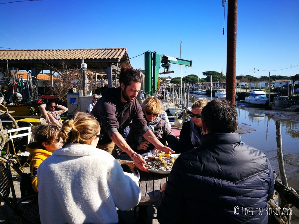 eating oysters at Andernos-les-bains