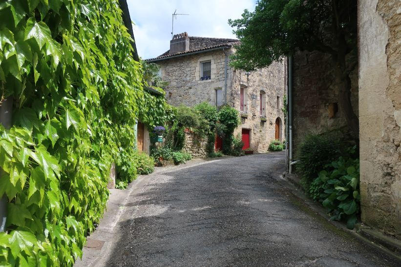 the smallest village in France - castelmoron d'Albret
